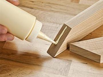 Applying glue on wood planks